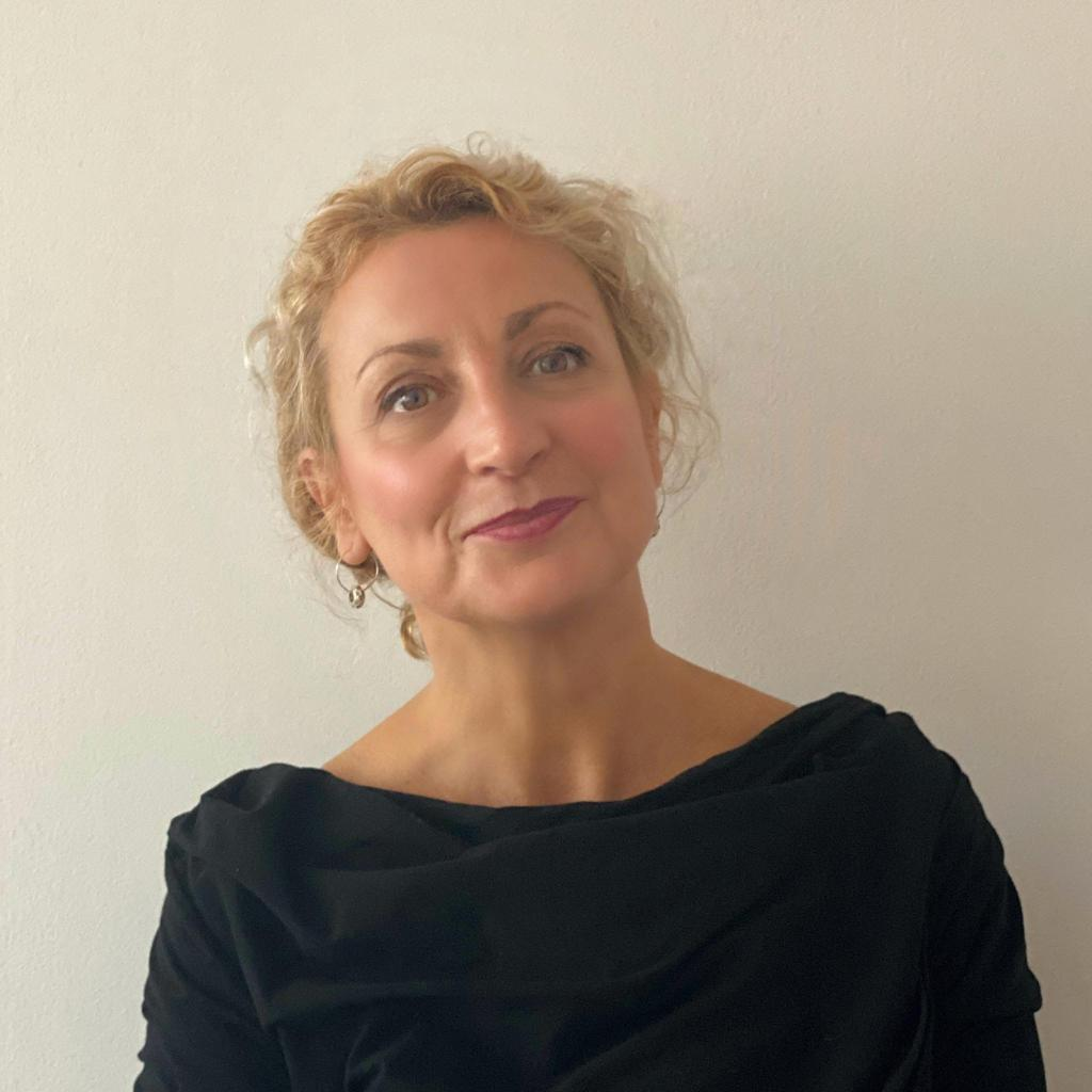 """, Interview with Beverley Warburton- """"Optimism is true moral courage"""", Blockcast.cc"""
